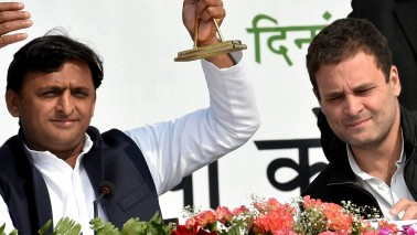 Akhilesh Yadav may tie-up with 'friend' Rahul Gandhi, but grand alliance depends on Samajwadi Party's stand on Mayawati