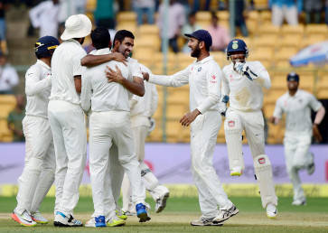 India vs Australia, 4th Test:  Visitors bowled out for 300 as debutant Kuldeep takes four wickets