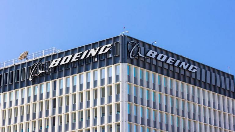 Boeing launches new jet with flurry of orders