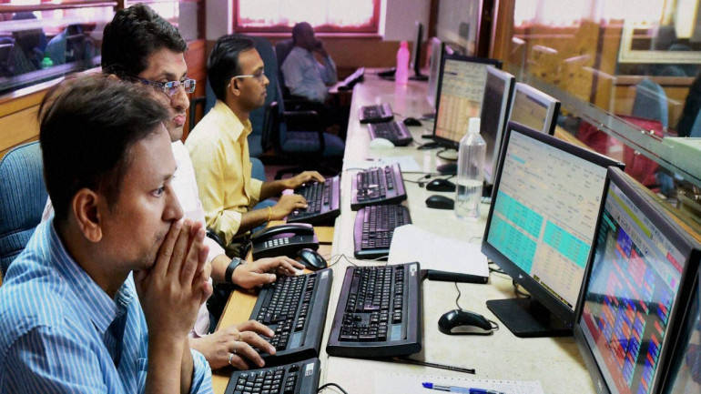 Sensex falls 76 points; HDFC Bank, ITC drag