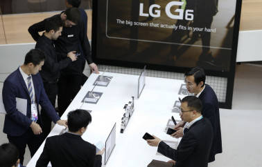 LG hopes G6 smartphone to clock Rs 500 cr sales in 2017