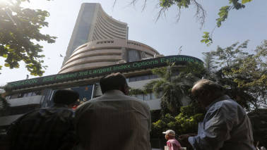 Market Live: Sensex falls over 150 points, Nifty holds 9050; RIL down 2%