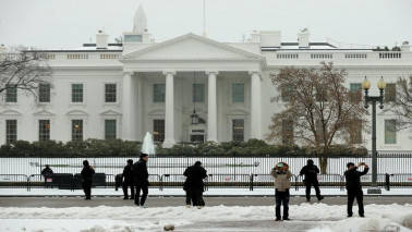 White House under lockdown after 'suspicious package' found