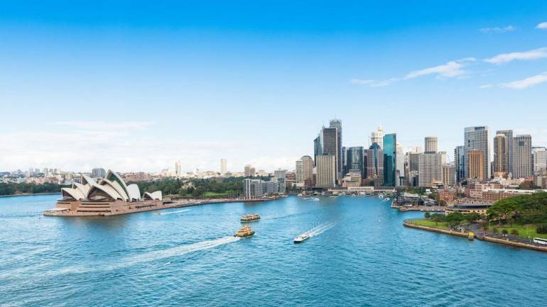 Australia eyes over 3 lakh tourists from India in 2017