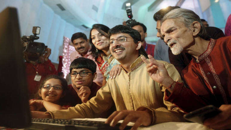 Closing bell: Sensex up 250 pts, Nifty ends at record closing high; telecom, banks lead