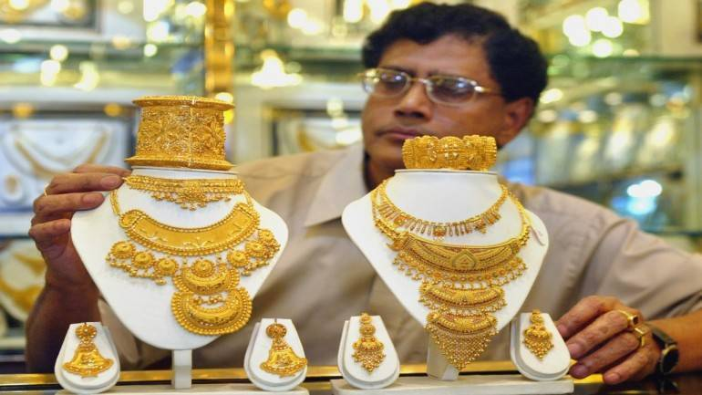 Gold steady on weak dollar, geopolitical worries
