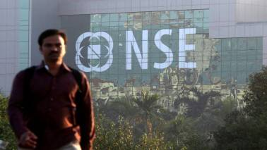 Market Live: Sensex trades steady, Nifty above 9500; Axis Bank continues to gain