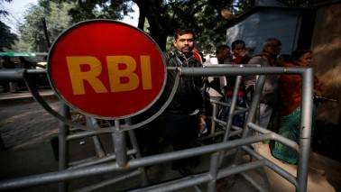 Mobile banking complaints possible now under Ombudsman scheme: RBI