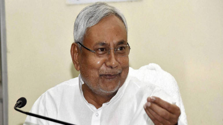 Nitish reacts cautiously to IT raids on Lalu's 'banami