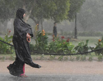 Pre-monsoon rains in several states, mercury goes down