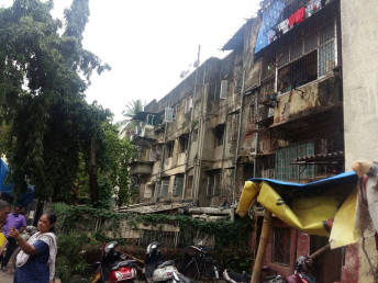 Why do some Mumbaikars continue to live in dilapidated buildings?