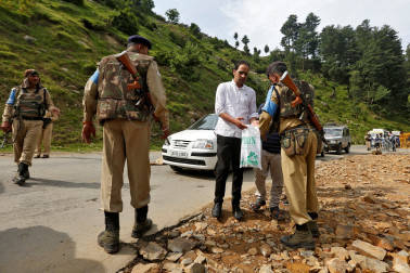 PM condoles Amarnath pilgrim deaths in bus crash