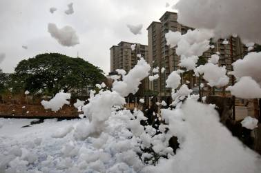 Bellandur lake in Bengaluru spews 'toxic froth'