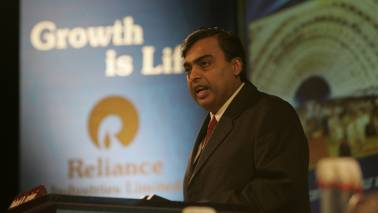 RIL market cap inches closer to Rs 6 lakh crore mark