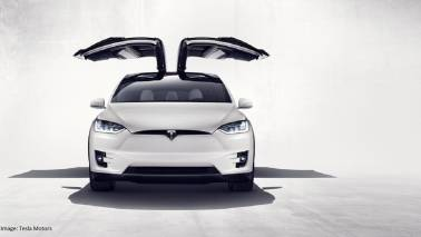 Tesla Model X beats Lamborghini and sets new record in drag race