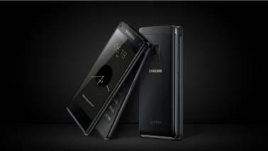 Samsung comes up with a flip phone with dual displays