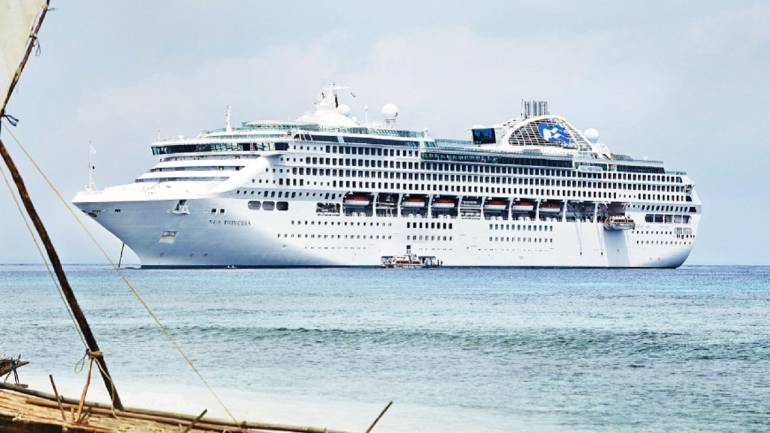 Fear of pirate attack kills nightlife for cruise passengers