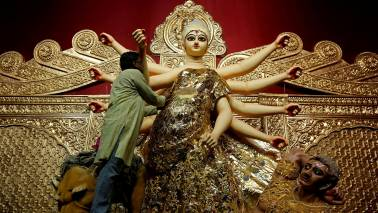 Devotees adorn 22kg gold saree on Goddess Durga's idol