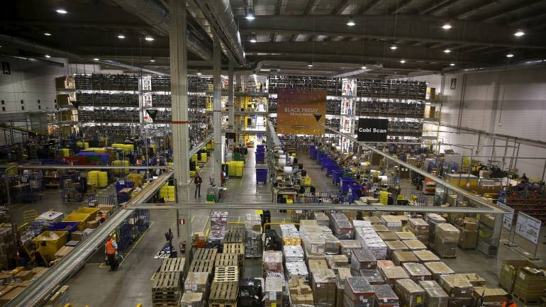 People work during Black Friday deals week at an Amazon fulfillment centre in Madrid, Spain, November 24, 2015. Spain's economy grew faster than most others in the euro zone from July to September, but turning the recovery into votes in the national election next month still looks like a struggle for Prime Minister Mariano Rajoy. Picture taken November 24, 2015. REUTERS/Andrea Comas - GF20000074365