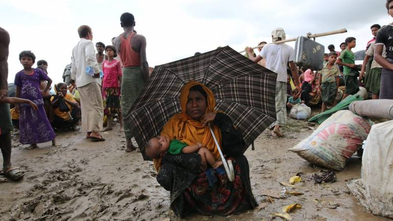 Protesters try to block Rohingya aid