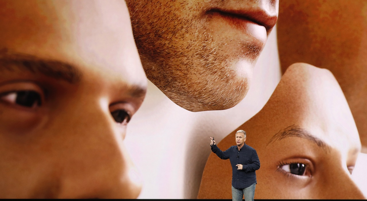 Apple Senior Vice President of Worldwide Marketing, Phil Schiller, introduces the iPhone x during a launch event in Cupertino, California, U.S. September 12, 2017. REUTERS/Stephen Lam - HP1ED9C1FVUD0