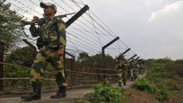 Pakistan violates ceasefire, targets forward posts