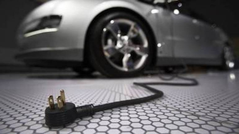Power Finance Corporation looks to fund Energy Efficiency's purchase of 10,000 electric cars