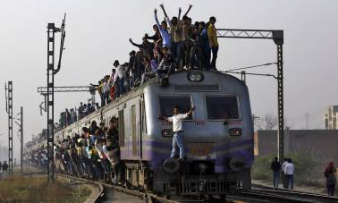 Railways awards drivers who saved lives in Nagpur-Mumbai Duronto derailment
