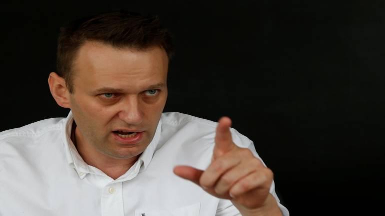 Alexei Navalny: The man who's challenging Vladimir Putin