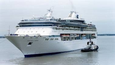 DATA STORY: A cruise ship pollutes as much as one million cars