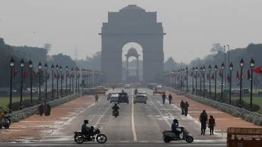 Smog continues in Delhi, 10 trains cancelled