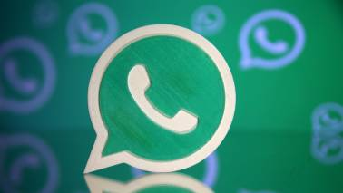 Soon WhatsApp users can listen to their voice messages before forwarding