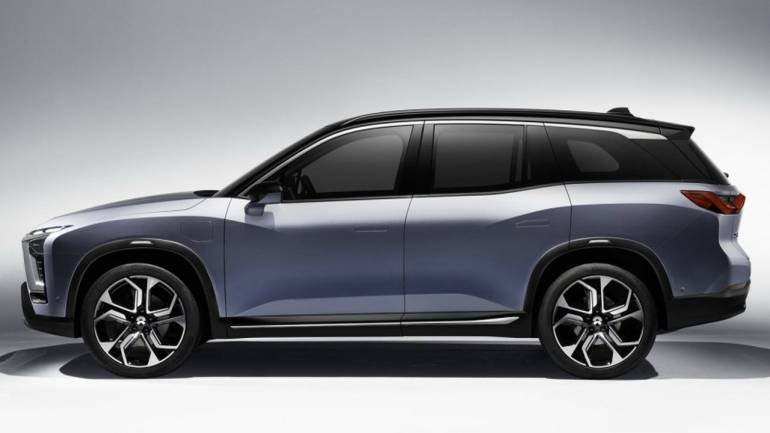 NIO ES8 vs Tesla's Model X: Which one will win the race for electric cars?