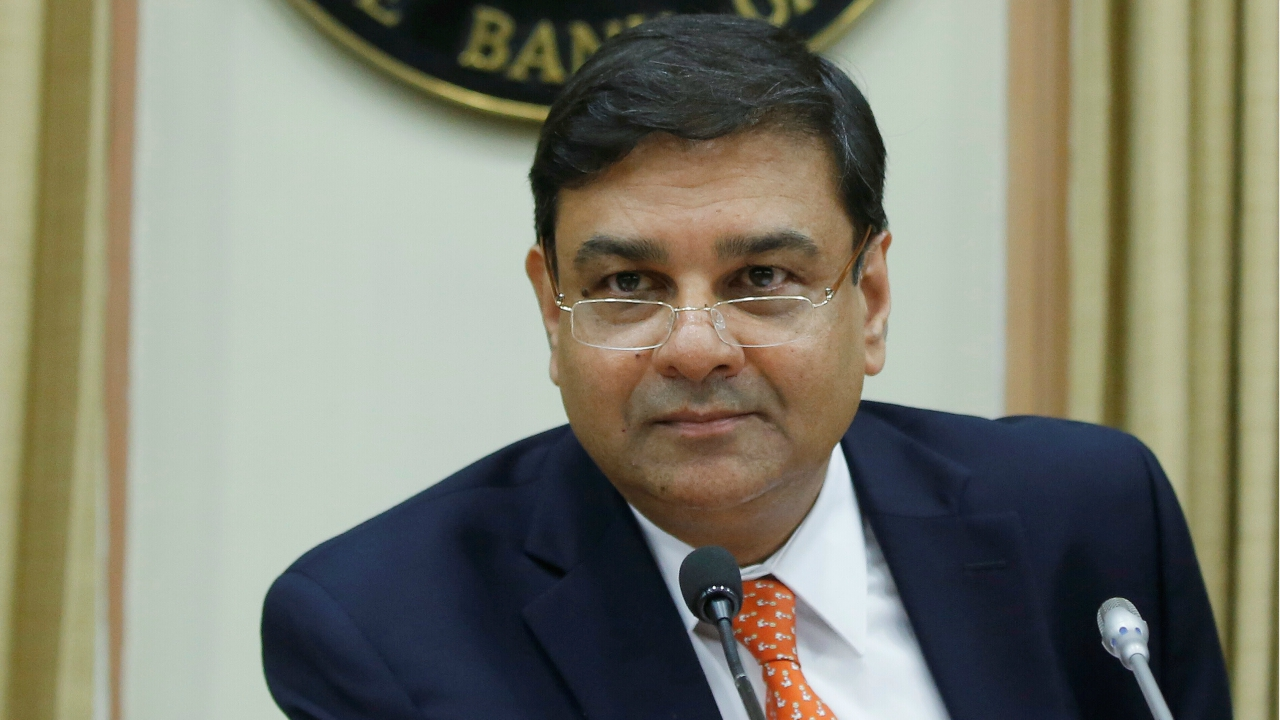 5 out 6 MPC members voted for no change in rates. MPC member Ravindra Dholakia voted for a 25 basis repo rate cut. (In pic: RBI Governor Urjit Patel - Reuters)
