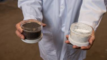 Researchers develop fossil fuel technology which consumes the carbon dioxide produced