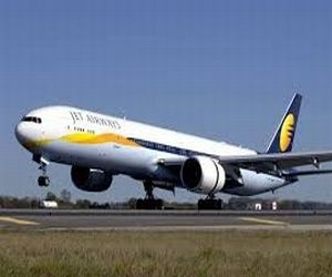 Jet Airways' employees in talks to raise $700m; seek additional information from SBI Caps