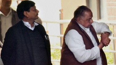 Mulayam Singh Yadav, Shivpal Yadav, Akhilesh Yadav come together to celebrate Diwali in Saifai