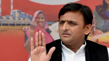 Akhilesh Yadav drives to Mayawati's residence, thanks her