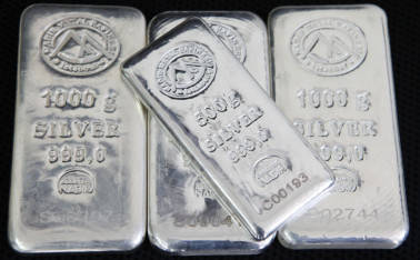 Silver futures fall by Rs 90 on low demand