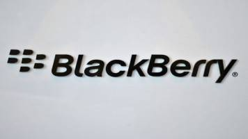 BlackBerry flags slowing sales on subscription switch