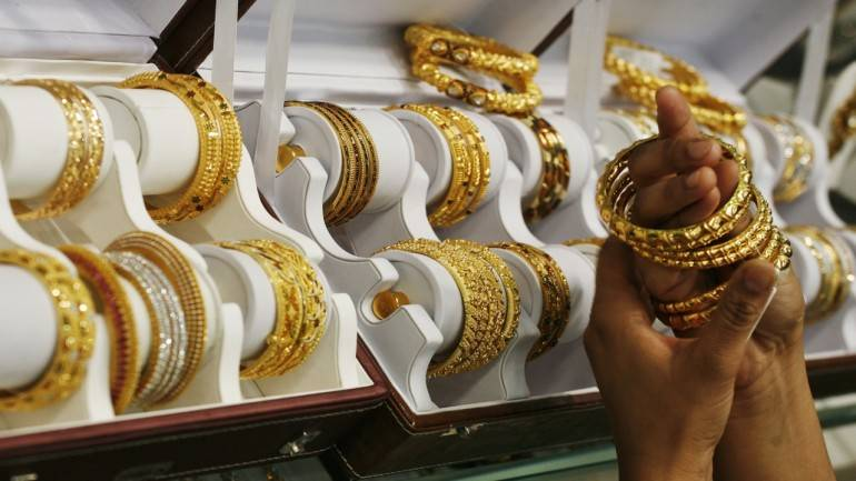 Gold hits lifetime high at Rs 41,636 per 10 grams, silver up Rs 1,155 per kg thumbnail