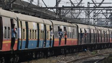 Here's how many mobiles Mumbaikars lose everyday on local trains