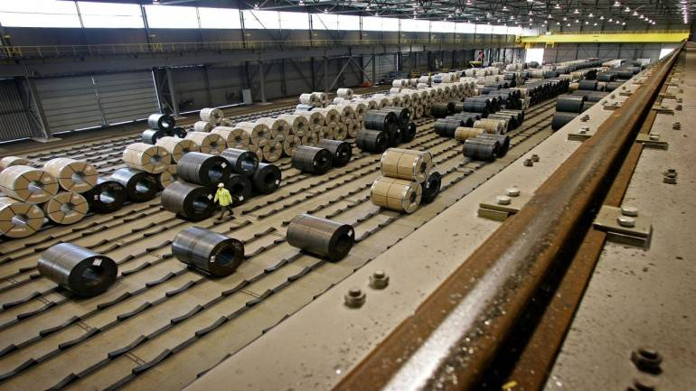 govt may raise import duty on some steel products to reduce current