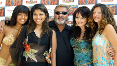 VIJAY MALLYA CHAIRMAN OF UNITED BREWERIES POSES WITH TOP INDIAN MODELS IN BOMBAY.