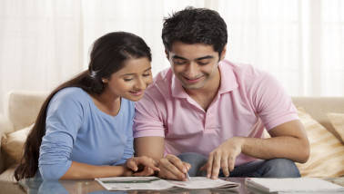 How should couples claim home loan along with HRA to avail tax benefit?