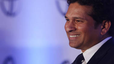 Tendulkar urges Gadkari to act against fake helmet makers