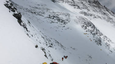 Sherpa dies on Mount Everest during a cryptocurrency promotion stunt