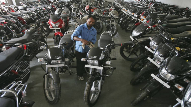 Hero MotoCorp unveils initiative to deliver bikes, scooters at customer doorstep - Moneycontrol thumbnail