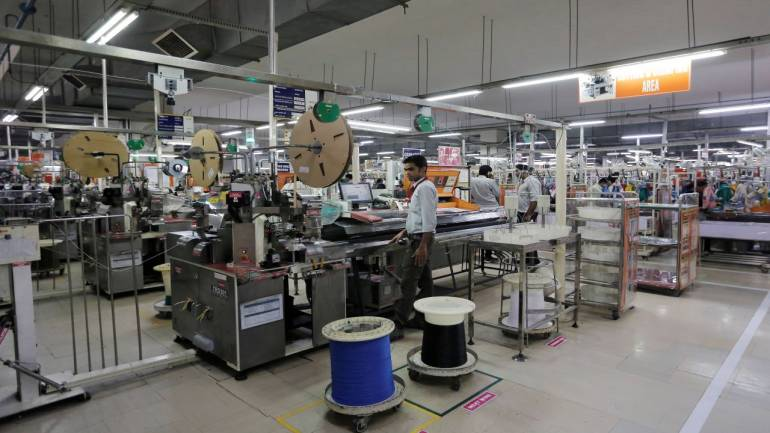 Motherson Sumi falls nearly 10% on dismal Q1 result - Moneycontrol thumbnail