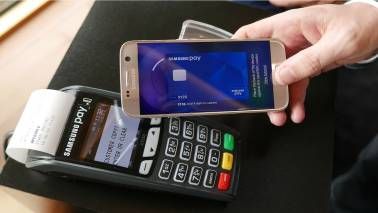 Samsung's new Samsung Pay mobile wallet system is demonstrated at its Australian launch in Sydney, June 15, 2016. REUTERS/Matt Siegel - RTX2HHMJ